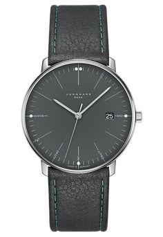 Max Bill Mega So Exakt Sie Gestaltet Ist So Exakt Ist Auch Ihre Zeit Mit Der Modernen Junghans Funktechnik Erreicht Die P In 2020 Uhren Herren Junghans Uhren Uhren