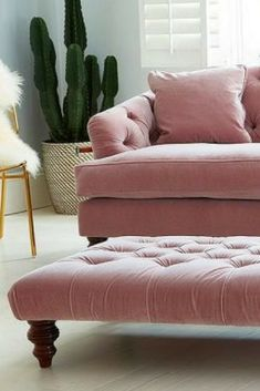 The chesterfield sofa has never looked this good! We adore this sumptuous, luxurious pinkvelvet chesterfield sofa from British sofa experts Darlings of Chelsea. Ideal in both contemporary and more traditional homes, click through to see the full range. Pink Velvet Sofa, Velvet Chesterfield Sofa, Pink Sofa Inspiration, Living Room Sofa, Living Room Decor, Living Rooms, Blush Sofa, Traditional Decor, Traditional Homes