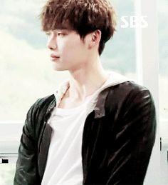 Lee Jong Suk in Doctor Stranger Ep3 - so adorable.. ^_^