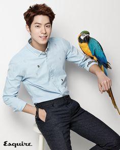 Hong Jong Hyun Poses with a Parrot for Fashion Spread in Esquire Park Hae Jin, Park Hyung, Park Seo Joon, Seo Jin, Hyun Seo, Korean Star, Korean Men, Asian Men, Yoo Yeon Seok