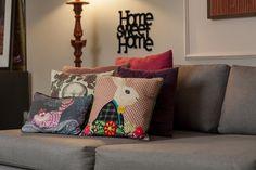 Uma decoração que mistura cores e padrões, além de pequenos detalhes com valor sentimental, que deixam o apartamento alegre e descontraído. Veja: https://www.casadevalentina.com.br/blog/OPEN%20HOUSE%20%7C%20FERNANDA%20AZEVEDO ------  A decoration that mixes colors and patterns, as well as small details with sentimental value, leaving the cheerful and relaxed apartment. see: https://www.casadevalentina.com.br/blog/OPEN%20HOUSE%20%7C%20FERNANDA%20AZEVEDO