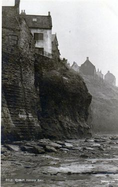 Black and white photograph Yorkshire England, North Yorkshire, Vintage Pictures, Old Pictures, Robin Hoods Bay, Black And White Landscape, House By The Sea, North Sea, Local History