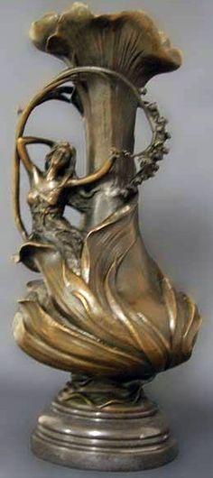 Art Nouveau - Vase 'Femme au Feuillage ' Bronze