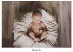 Newborn shoot by Sabina Povolna, family photographer bassed in Vyškov.