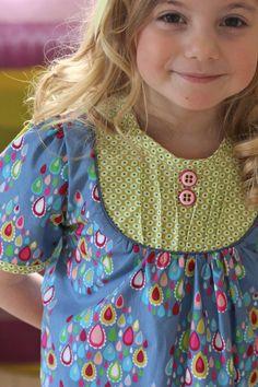 Nog een prachtige creatie van de popeline stofjes uit de hamburger Liebe collectie 'happy' Kijk bij SuZ Designer Stoffen voor andere kleuren.