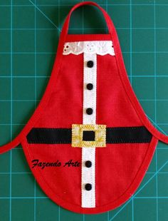 This particular photo is undeniably a noteworthy style theme. Christmas Projects, Christmas Crafts, Christmas Decorations, Christmas Ornaments, Christmas Aprons, Christmas Sewing, Wine Bottle Crafts, Bottle Art, History Of Quilting
