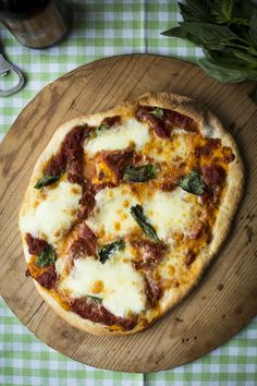 Tomato, Mozzeralla & Basil Pizza | DonalSkehan.com | HomeCooked Kitchen Blog