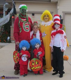 DIY Halloween Costume Ideas - including family costumes, kids costumes, adult costumes, and couples costumes. A MUST-SEE collection! Character Halloween Costumes, Homemade Halloween Costumes, Halloween Costume Contest, Family Halloween Costumes, Diy Costumes, Halloween Diy, Costume Ideas, Nerd Costumes, Vampire Costumes