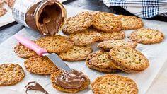 Havreflarn er kjempe lett å lage, og fylt med nutella blir de ekstra gode. Vegan Gluten Free Desserts, Gluten Free Cakes, No Bake Desserts, Gluten Free Recipes, Paleo, Swedish Recipes, Food Allergies, Nutella, Cookie Recipes