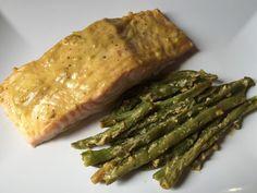 Garlic Dijon Salmon with Green Beans // Salmone alla senape e aglio con fagiolini