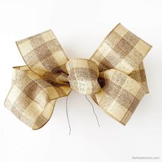 How to Make a Bow for a Wreath - Easy! Making Bows For Wreaths, How To Make Wreaths, How To Make Bows, Wreath Making, Boxwood Wreath Diy, Diy Wreath, Wreath Ideas, Wreaths Crafts, Wreath Bows