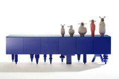 Showtime Multileg cabinet, bd Barcelona Showtime vases, bd Barcelona Design: Jaime Hayon.