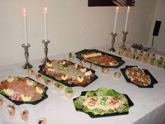 Deze overheerlijke salade heb ik gemaakt voor Oudjaar.  Een succes. Meestal blijft er veel over maar deze salade was schoon op.Het recept staat in het AH-boek... 80s Food, Dutch Recipes, Appetisers, Griddle Pan, Tapas, Buffet, Mexican, Lunch, Cooking