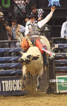Jody Newberry Country Boys, Country Living, Cowboy And Cowgirl, Cowboy Hats, Cowboy Images, Professional Bull Riders, Bucking Bulls, Rodeo Cowboys, 8 Seconds