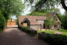 Find home projects from professionals for ideas & inspiration. Veddw Farm, Monmouthshire by Hall + Bednarczyk Architects Style At Home, Country Style Homes, House Worth, Public Architecture, Welcome To My House, Victorian Farmhouse, Small House Decorating, Home On The Range, Exterior Cladding
