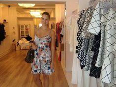 A queridíssima Ana Carolina Ambrust aproveitando a Private Sale na Mariquinha Store! Não percam tempo garotas são poucas peças deem uma passada por lá Avenida Presidente Vargas 823