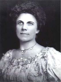 """First Lady Florence Harding: """"Well, Warren Harding, I have got you the presidency. What are you going to do with it?"""" *sidenote- 1920 - Warren Harding wins the first election in which women are allowed to vote. Presidents Wives, American Presidents, American History, Black Presidents, First Lady Of America, Us First Lady, Warren Harding, Presidential History, Presidential Portraits"""