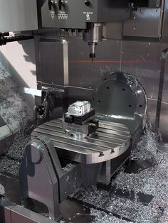 Haas UMC 750 Machining by Haas Automation, Inc Cnc Lathe, Cnc Router, 5 Axis Machining, Cnc Programming, Company Profile Design, Machinist Tools, Industrial Machinery, Diy Cnc, Tool Shop