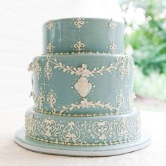 Wedgewood Style Wedding Cake // Cory Ryan Photography // Cake: Sentelli's Specialty Cakes and Fine Pastries //
