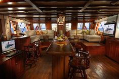 Yachts: Classic Luxury Vintage Yacht Interior Design