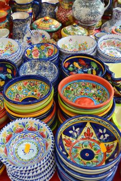 El Rastro de Madrid painted bowls -- Love the colors! Madrid Travel, Hand Painted Plates, Spain And Portugal, Spain Travel, Oh The Places You'll Go, Valencia, Dinnerware, Spanish, Europe