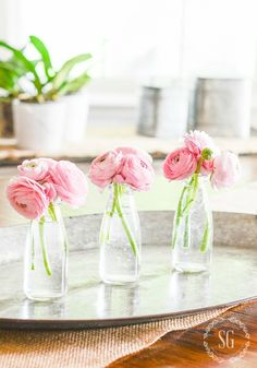30 TIPS FOR SUMMER DECORATING- Summer is the easy-breezy season. So let's make decorating easy too! Come on over and see all these great summer decorating tips! Summer Flower Arrangements, Wedding Flower Arrangements, Flower Centerpieces, Flower Decorations, Floral Arrangements, Wedding Flowers, Ranunculus Centerpiece, Simple Flowers, Beautiful Flowers