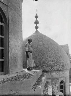 مؤذن جامع الحيدرخانه في شارع الرشيد  المرحوم محمود النديم
