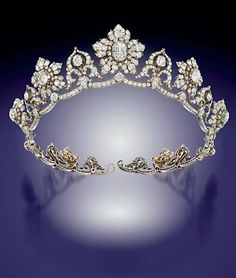 Diamond Tiara, ca. mid Century Floral clusters can be removed from the tiara and worn as brooches. Designed by Cartier Royal Crowns, Royal Tiaras, Tiaras And Crowns, Royal Crown Jewels, Diamond Tiara, Diamond Cuts, Antique Jewelry, Vintage Jewelry, Bijoux Art Nouveau