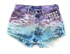 tye-dye and studded shorts in mermaid colors Dip Dye Shorts, Diy Shorts, Studded Shorts, Studded Denim, Ripped Shorts, Ripped Denim, Short Tie Dye, Diy Fashion, Ideias Fashion