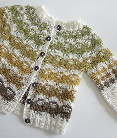 Ravelry: Barnejakka Villsauene på Runde pattern by The Needle Lady. Baby schmaby, I want a lamby cardi