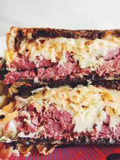 Extra Cheesy Corned Beef Reubens - The perfect recipe for St. Easy Bread Recipes, Sandwich Recipes, Cooking Recipes, Reuben Sandwich, Corned Beef Sandwich, Alton Brown, Beer Mac And Cheese, Corned Beef Recipes, Cabbage Soup Recipes