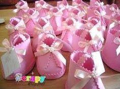 baby booties , you can stuff mints/or candy in them Baby Shower Cake Pops, Baby Girl Shower Themes, Baby Shower Table, Girl Themes, Baby Boy Shower, Baby Booties, Baby Shoes, Baby Shower Crafts, Tea Party Theme