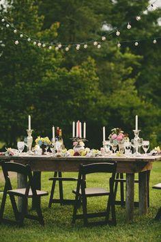 Rustic chic outdoor reception tablescape #wedding #vintage #vintagewedding #gardenparty #reception