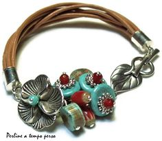 Love the flowers and leaves on this bracelet I Love Jewelry, Bohemian Jewelry, Beaded Jewelry, Jewelry Bracelets, Jewelry Design, Jewelry Making, Necklaces, Homemade Jewelry, Bijoux Diy