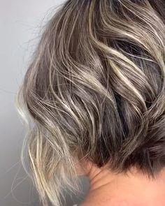 23 Short Silver Hair You Can Try Now - Inspire Everythingoo Ombre Pastel Hair, Bob Pastel, Blonde Hair With Highlights, Brown Blonde Hair, Dark Hair, Blue Hair, Shaggy Bob Haircut, Choppy Bob Hairstyles, Short Hair Styles Easy