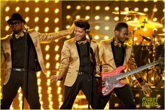 i think bruno mars is so sexy, even in a gold jacket and bowtie.