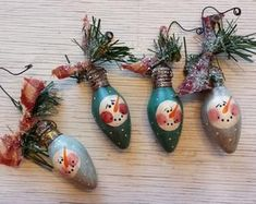 Christmas ornaments with snowmen.made from old Christmas bulbs.This says: Primitive Country Snowman on Vintage Tree Baking by FlatHillGoods Snowman Crafts, Snowman Ornaments, Diy Christmas Ornaments, Ornament Crafts, Christmas Projects, Handmade Christmas, Holiday Crafts, Christmas Decorations, Lightbulb Ornaments