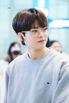 """𝙬𝙞𝙩𝙩𝙮 on Twitter: """"191207 ICN 출국 #빅톤 #수빈 #정수빈 #SUBIN #숩숩이 #VICTON @VICTON1109 더운나라 간다구 얇게 입었냐구ㅠㅠㅠㅠㅠㅠㅠ 춥다구ㅠㅠㅠㅠㅠㅠㅠㅠ… """" Alice, Big Group, My Youth, Korean Music, Luhan, Music Artists, Boy Bands, The Voice, Rapper"""
