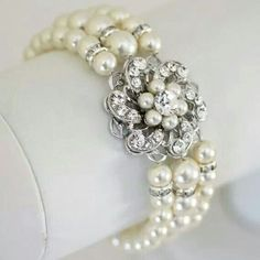 Pearl hand cuff
