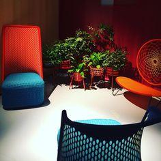 Colores flúor y malla para los nuevos sillones. #decoration #decorador #design #fluor #sillones #armchair #interiorismo #interiordesign #rmh #reinventarmihogar #milan #salonedelmobile by reinventarmihogar