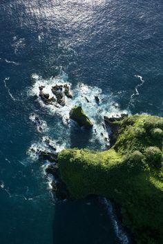 pxnguin:  0ce4n-g0d:  Maui coastline.byRon Chapple  q'd, feel free to delete x