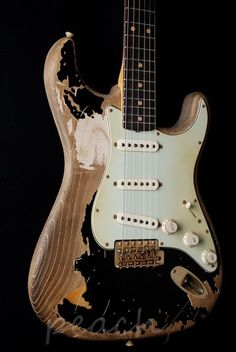 Fender Guitars: John Mayer (Black One) oohhh...my..gosh... o.0