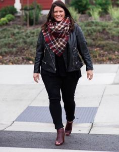 Plus Size Fashion TIp: A blanket scarf is the perfect addition to a leather moto jacket for fall.  @hbeyou.
