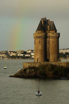 Tour colorée.St. Malo. Our tips on St Malo sightseeing: http://www.europealacarte.co.uk/blog/2010/09/15/walled-port-city-st-malo-northern-brittany/