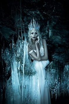 West Queen Emiline- 4 of the Four Queens of each World Corner Grimm and fairy photo art inspiration snow queen Foto Fantasy, Fantasy World, Dark Fantasy, Fantasy Art, Snow Queen, Ice Queen, Wiccan, Hallowen Ideas, Fantasy Photography