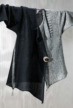 Inspiration -- Sandra Miller, this asymmetrical cardigan is just gorgeous - want, want, want it! Fashion Mode, Look Fashion, Womens Fashion, Vetements Clothing, Altered Couture, Mode Inspiration, Sewing Clothes, Pulls, Knitwear