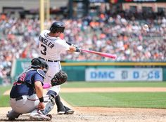 Ian Kinsler hits a solo home run, 05/11/2014