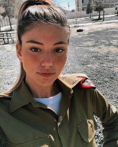 צה״לינג Joanna Pettet, Israeli Female Soldiers, Israeli Girls, Idf Women, Hero World, Brave Women, Military Women, Cute Photos, Girl Photography