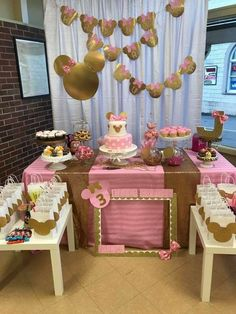 Gorgeous gold pink & white sweet minnie mouse table by the d Minnie Mouse Table, Minnie Mouse Rosa, Minnie Mouse Theme Party, Minnie Mouse Birthday Decorations, Minnie Mouse First Birthday, Minnie Mouse Baby Shower, Baby Girl 1st Birthday, Mickey Party, Minnie Mouse Favors