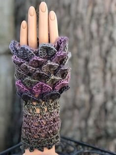 Texting Gloves, Crocodile Stitch, Types Of Craft, Vintage Buttons, Fingerless Gloves, Arm Warmers, Color Mixing, Pattern Design, Knit Crochet